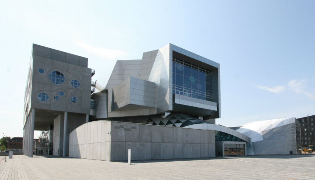 Friis & Moltke: Kompleks geometri og flydende former