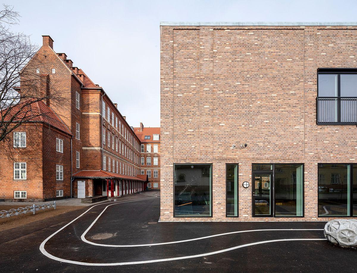 Mursten fra Petersen Tegl bygger bro mellem gammelt og nyt