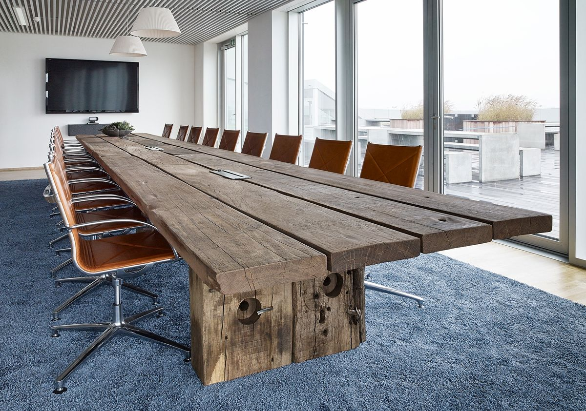 Skab et godt indeklima i mødelokalet med træmøbler fra Thors Design