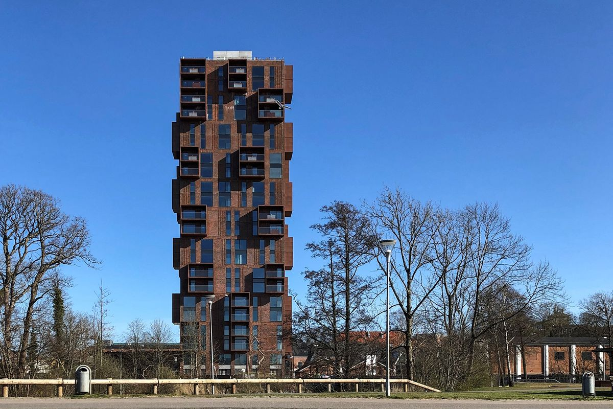 Papirtårnet i Silkeborg får facader i byens røde tegl fra SHT A/S