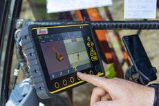 Første maskine med semi-automatik sikrer høj præcision og 20-30% hurtigere gravearbejde