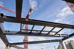 Arkitektonisk frihed med projekttilpassede stålkompositbjælker