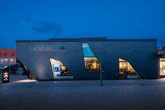Vestjysk Bank - Et moderne design med naturskifer fra VANGUARD