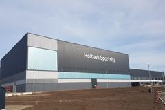 Et elegant sportscenter i stål