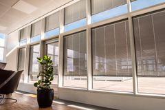 Integreret styring af solvarme, dagslys og energiforbrug fra Glassolutions