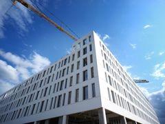 Bæredygtigt hotel opført i hvide betonelementer