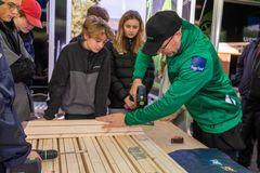 Rullende træværksteder skal få unge til at vælge håndværkervejen