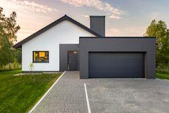 Moderne facadepaneler, der rækker ud over almindelige træpaneler
