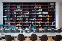 Stort arkitektfirma samlet i én stue