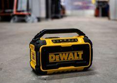 DEWALT 18V XR bluetooth-højtaler DCR011 med USB-port: En vigtig tilføjelse til byggepladsen
