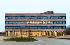 Banedanmarks kontor af Henning Larsen: Leg med dagslys og bevægelse
