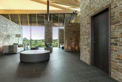 Speciallavede døre fra Vahle fuldender arkitekturen i eksklusive golfomgivelser