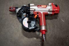 MAX HN120 højtryks-tromlesømpistol til beton: Når noget virkeligt skal sidde godt fast!