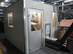 Støjafskærmning fra Accu-Dan A/S sikrer arbejdsmiljøet tæt på robotten