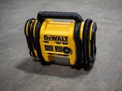 Test af Dewalt 18V XR pumpe: Kompakt fleksibilitet