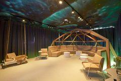 Legesyg indretning af tidligere lufthangar til mødelokaler