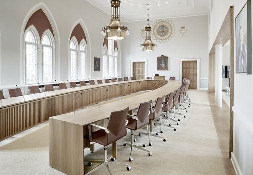 Byrådssal Vejle: Konferencebord til 33