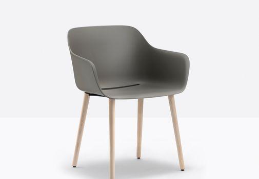 Pedrali lancerer bæredygtige stole lavet af 100% genanvendt plast