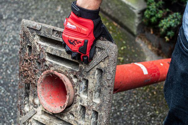 Test af slagfaste handsker fra Milwaukee: Beskytter under nedrivningen