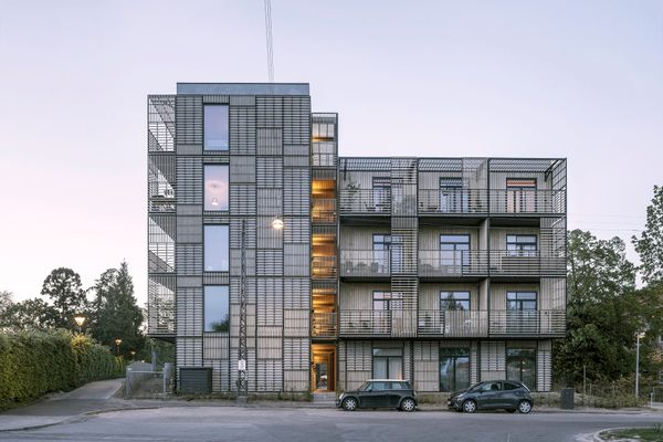 Ungdomsboliger med grafisk og levende facade af WE Architecture