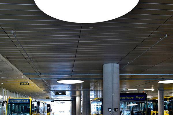 DELUX leverede specialdesignede lysarmaturer til Københavns Lufthavn
