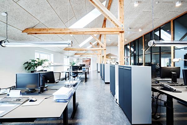 Bløde og organiske materialer på entreprenørens kontor