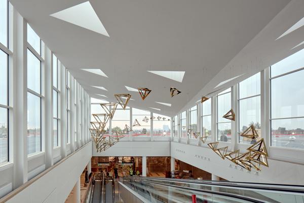 Moderne glasfacader løfter indkøbscenter