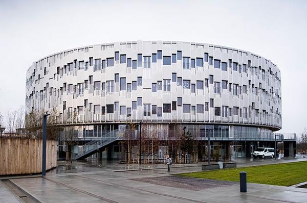Fischer leverer kilometervis af gardiner til markante byggerier