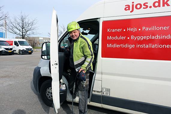 Ajos' serviceforretning på hejs har vokseværk