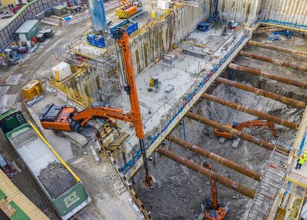 Hitachi gravemaskine med 30 meters rækkevidde sparer tid