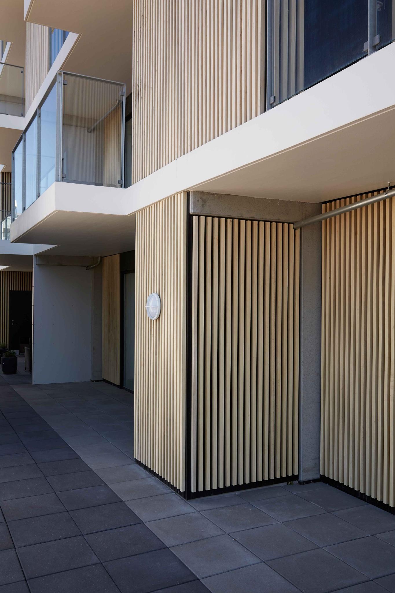 Contiga er din producent af altaner og altangange i beton