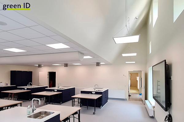 Enkel og god belysning med TrueColor paneler i ny tilbygning ved Højgårdskolen
