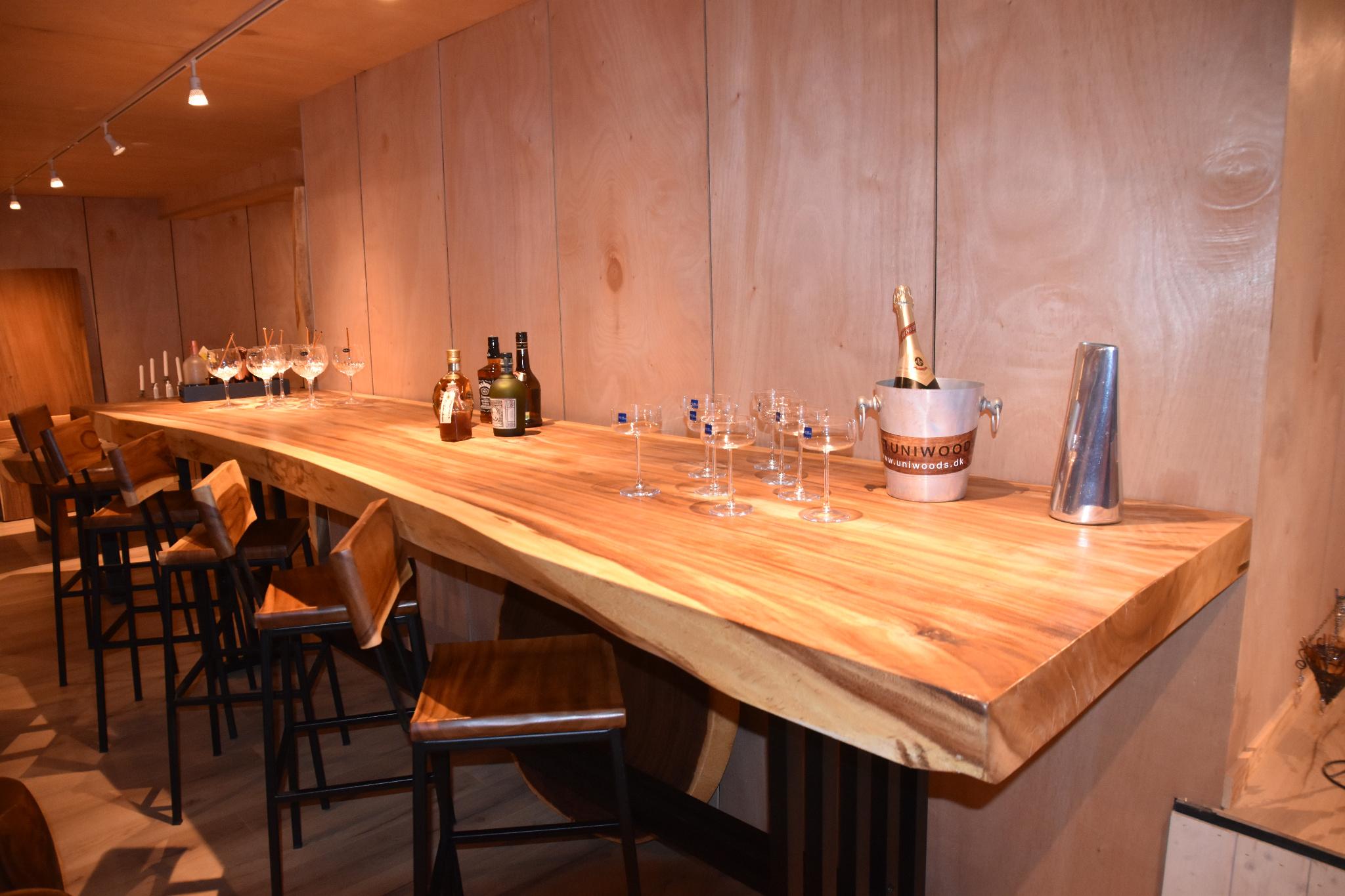 Rustikt bar bord til bolig eller erhverv