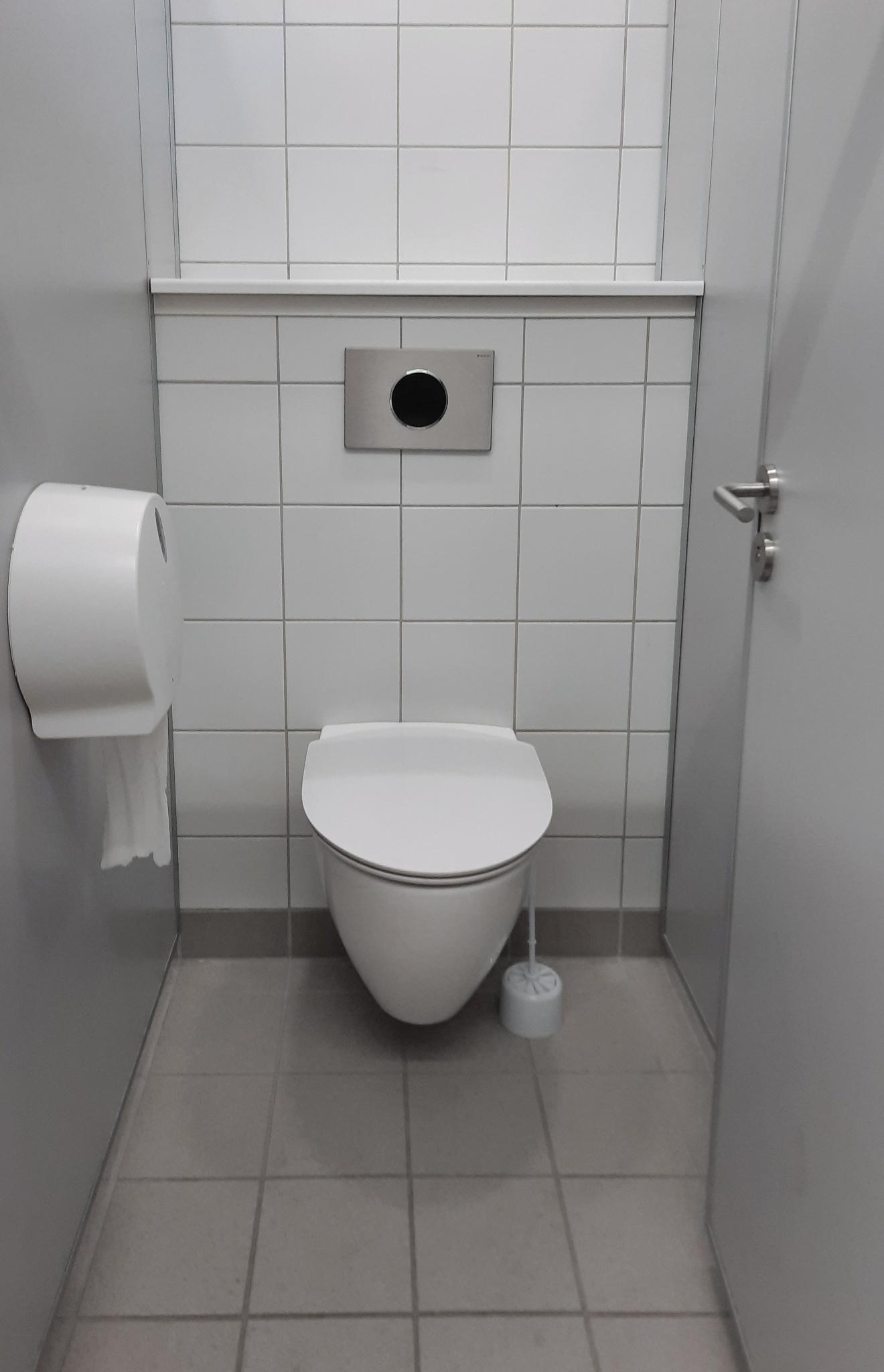 Investerer i teknologi, miljø og hygiejne: Fremtidssikrede skoletoiletter i Hillerød
