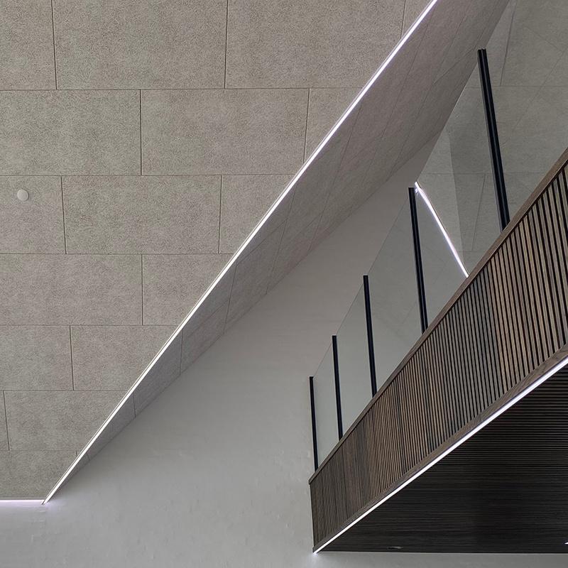 Unikke monteringsskinner med COB LED skaber rød tråd i moderne villa