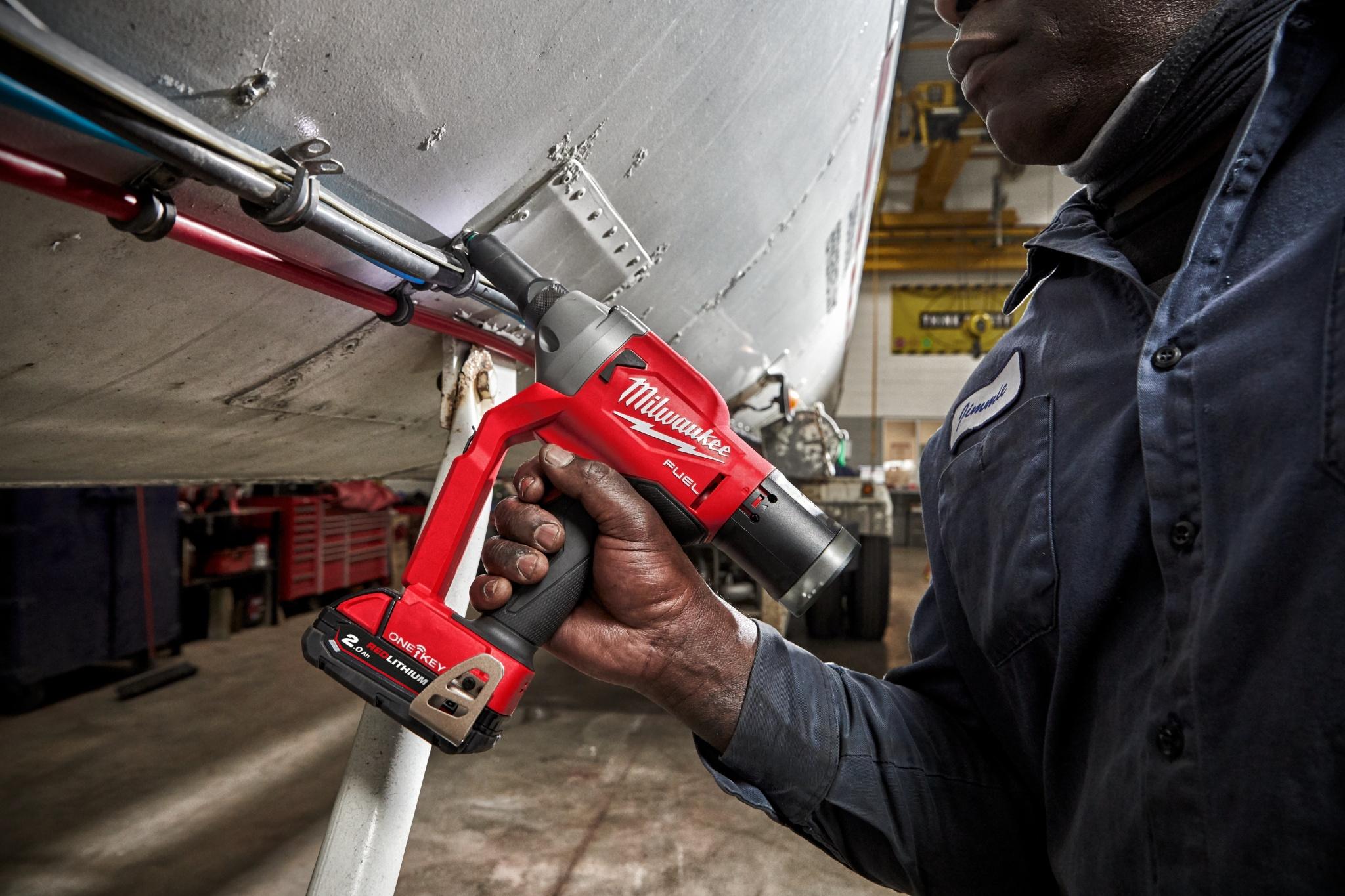 Hurtigere nitning og uovertruffen ydelse med m18 fuel popnittepistolen