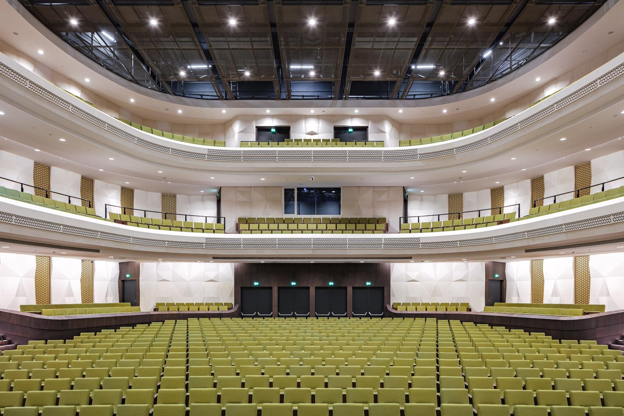 Formbar fiberbeton pryder koncertsal