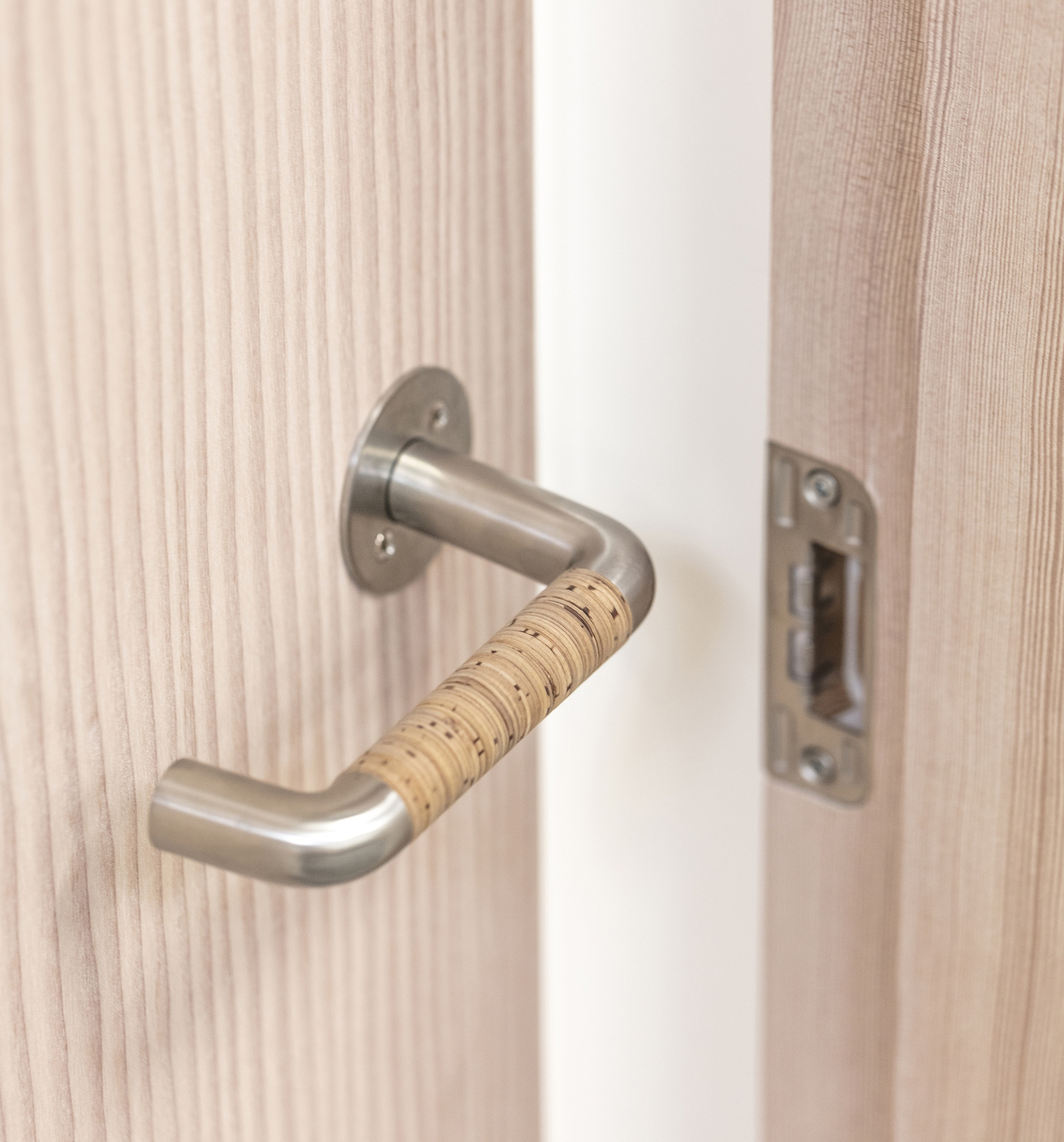 NORDIC door handle and Dinesen FRAMED by Vahle door Design Lars Vejen