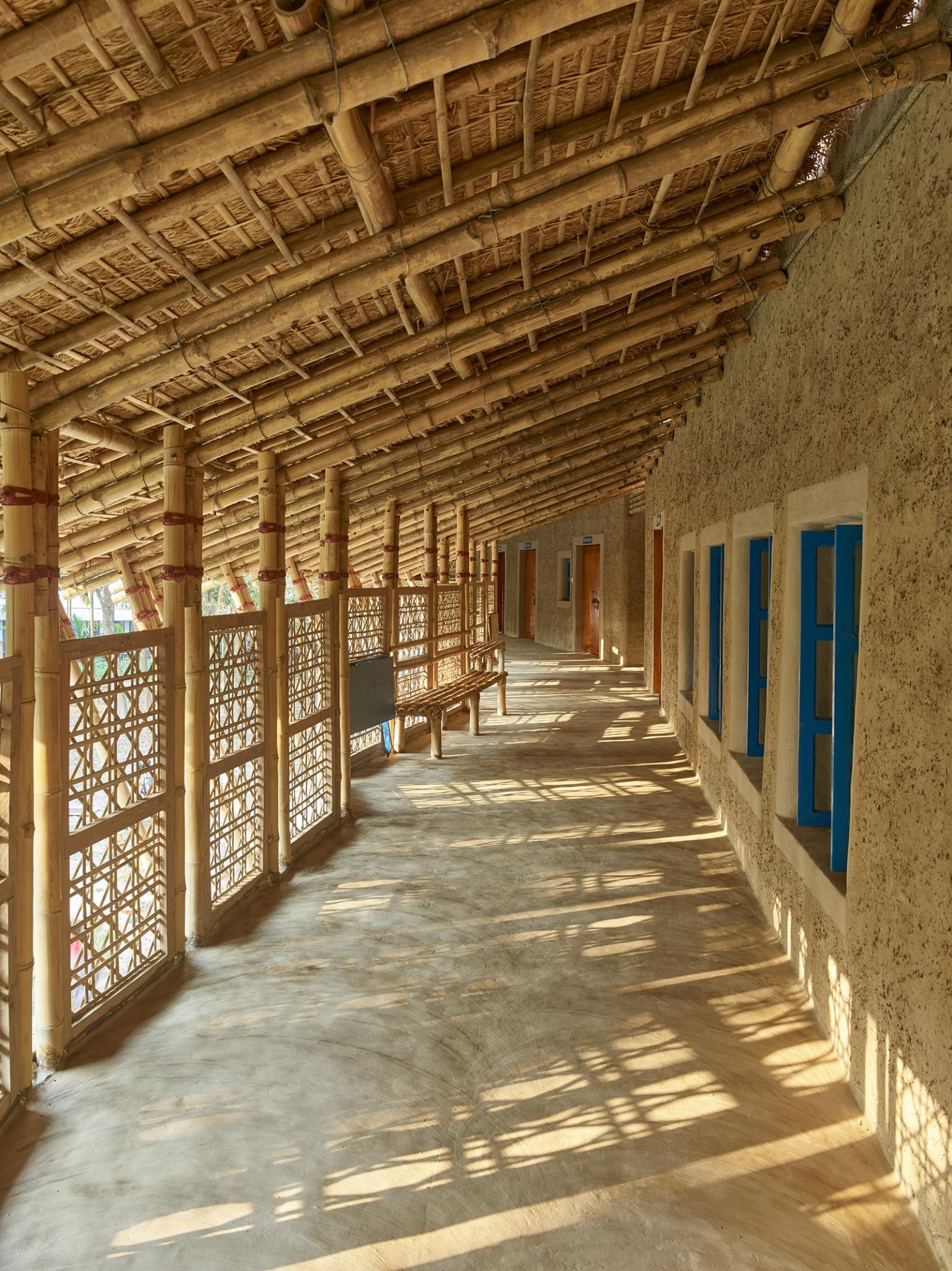 024_anandaloy_rudrapur-bangladesh-2020_studio-anna-heringer_by_kurt-hoerbst_115054_1600