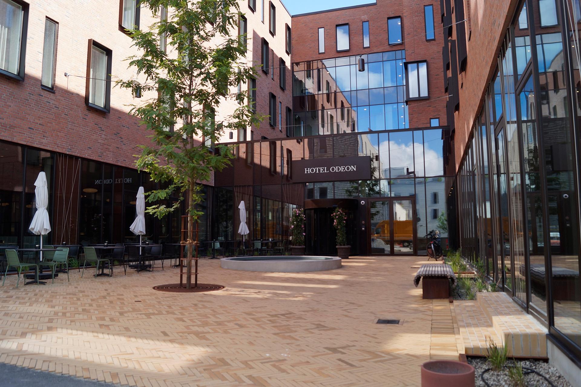 Frokostpladsen foran Odeon Hotel i Odense