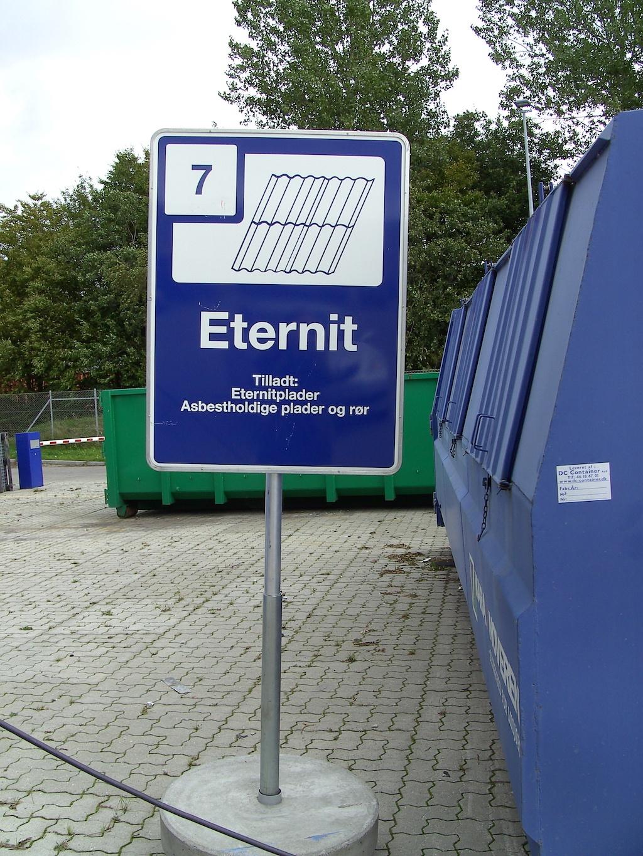 Billed-af-container-med-asbest