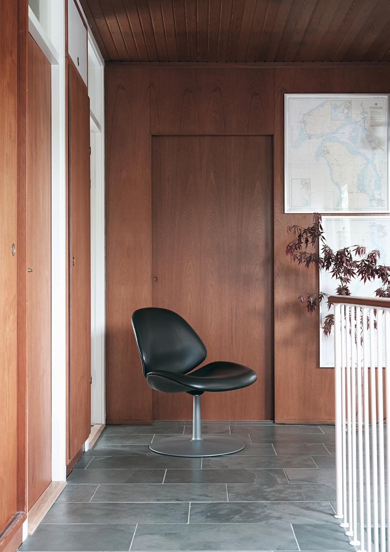 Council_Lounge_Chair_Swivel_Base_03