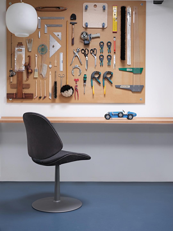Council_Salon_Chair_Swivel_Base_03