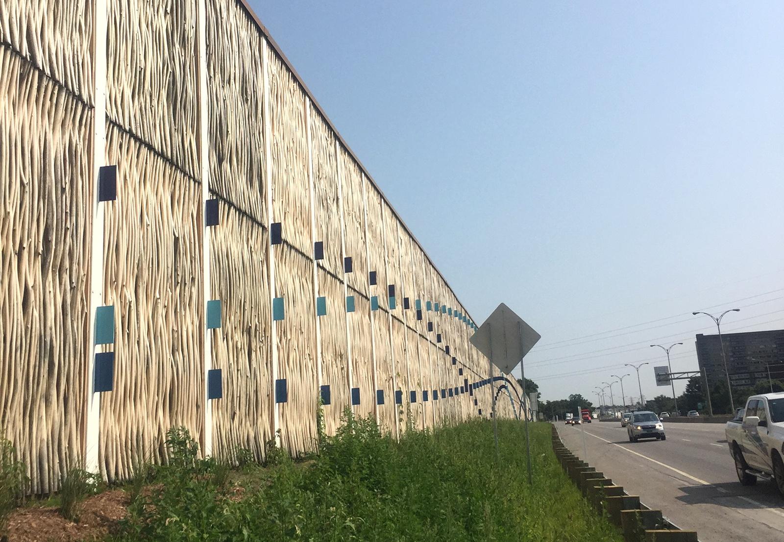 Naturstøjskærm ved Montreal i Canada  licensproduceret på design og teknik fra PileByg
