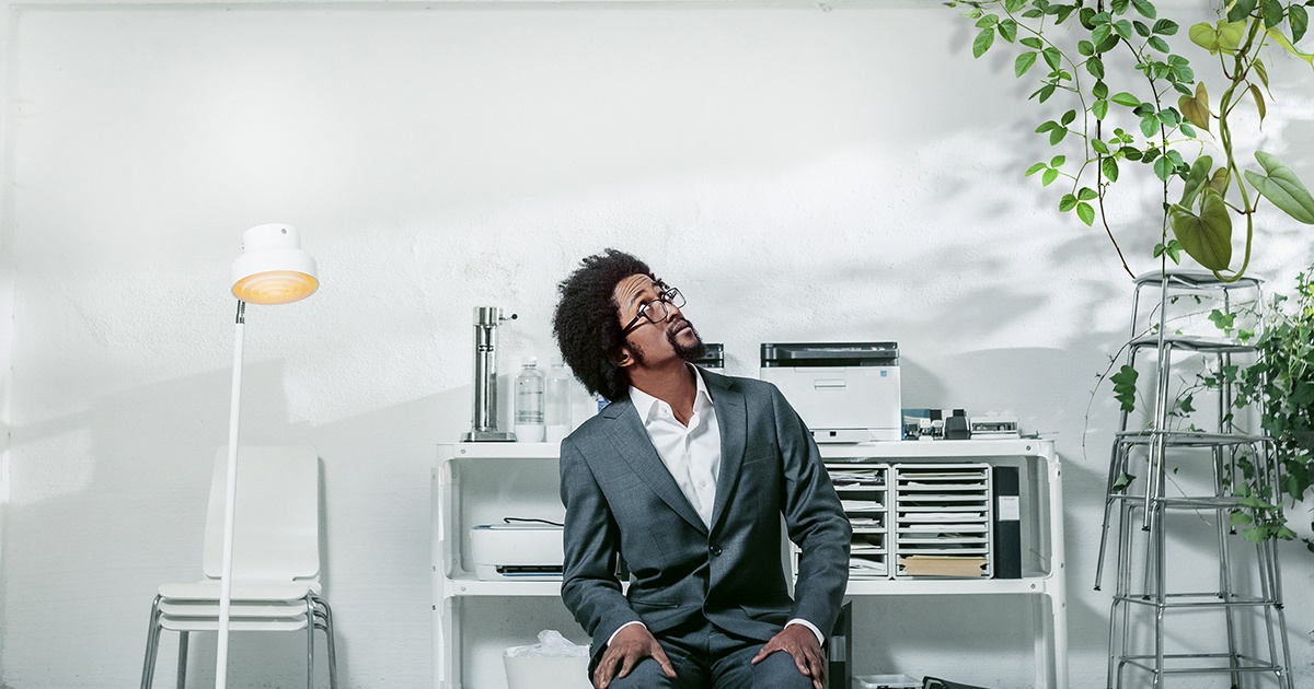 1200x630 Man in office looking up (002)